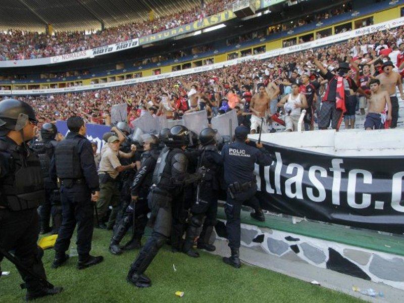 Invasion Cancha Estadio Jalisco Atlas Chivas