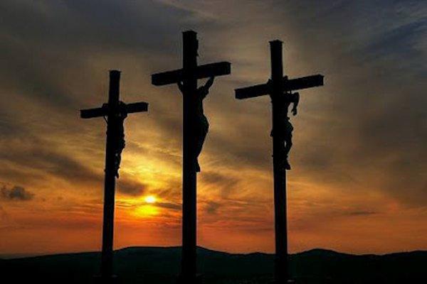 La Cruz Y Los Ladrones