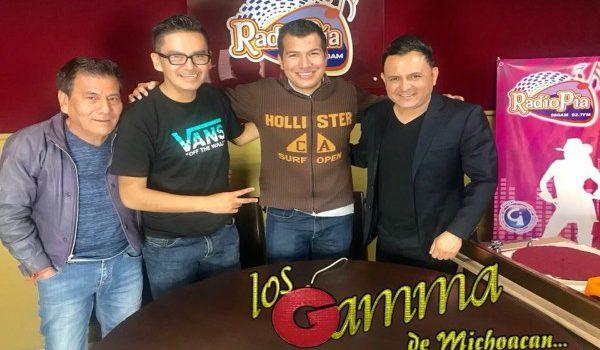 LOS GAMMA VISITARON LA CABINA DE RADIO PÍA